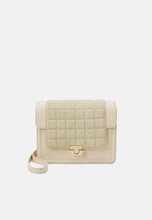 BAG - Taška spříčným popruhem - soft white