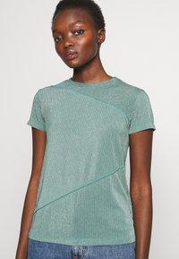 Mykke Hofmann - TEA - T-shirt imprimé - mint green - 5