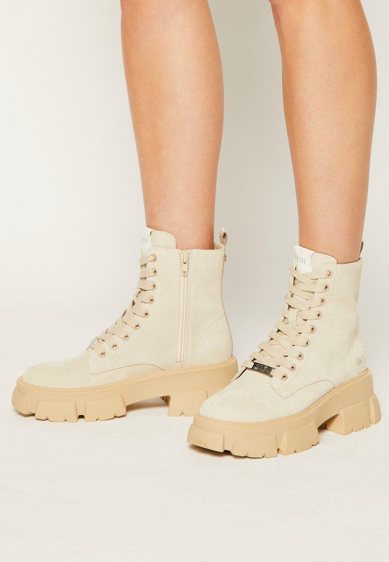 Steve Madden - TANKER - Kotníkové boty na platformě - beige