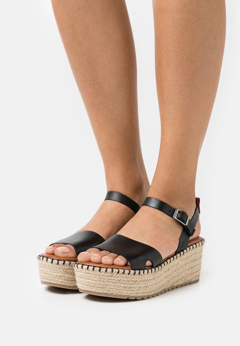 Musse & Cloud - CUCA - Sandály na platformě - black