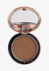 Makeup Revolution - CONCEAL & DEFINE POWDER FOUNDATION - Foundation - p13.5 - 0