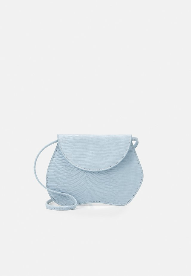 PEBBLE MICRO BAG - Olkalaukku - light blue