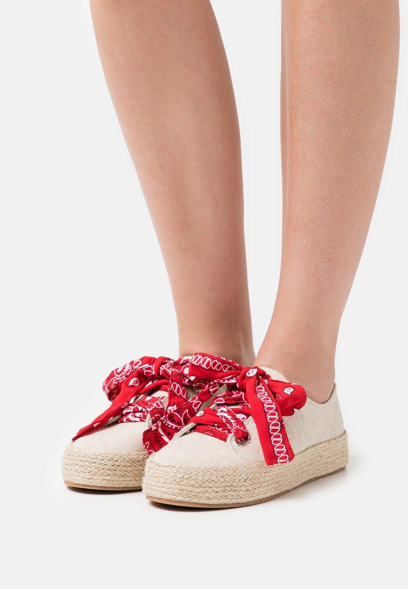 Madden Girl - MIMI - Sznurowane obuwie sportowe - natural