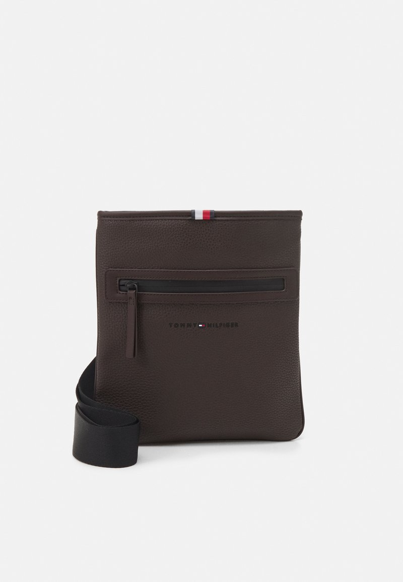Tommy Hilfiger - ESSENTIAL CROSSOVER UNISEX - Across body bag - brown