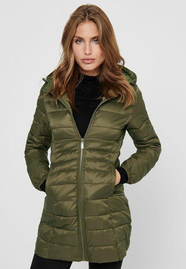 Abrigo de invierno - olive