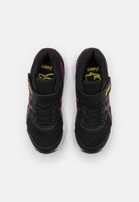 ASICS - JOLT 3 UNISEX - Neutrální běžecké boty - black/hot pink - 3