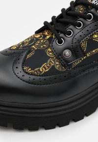 Versace Jeans Couture - SYRIUS - Lace-ups - nero/oro - 5