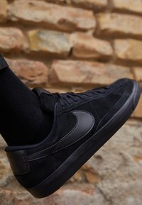 Nike Sportswear - BLAZER UNISEX - Sneakers - black - 2