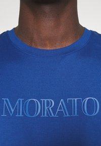 Antony Morato - Print T-shirt - cobalto scuro - 6