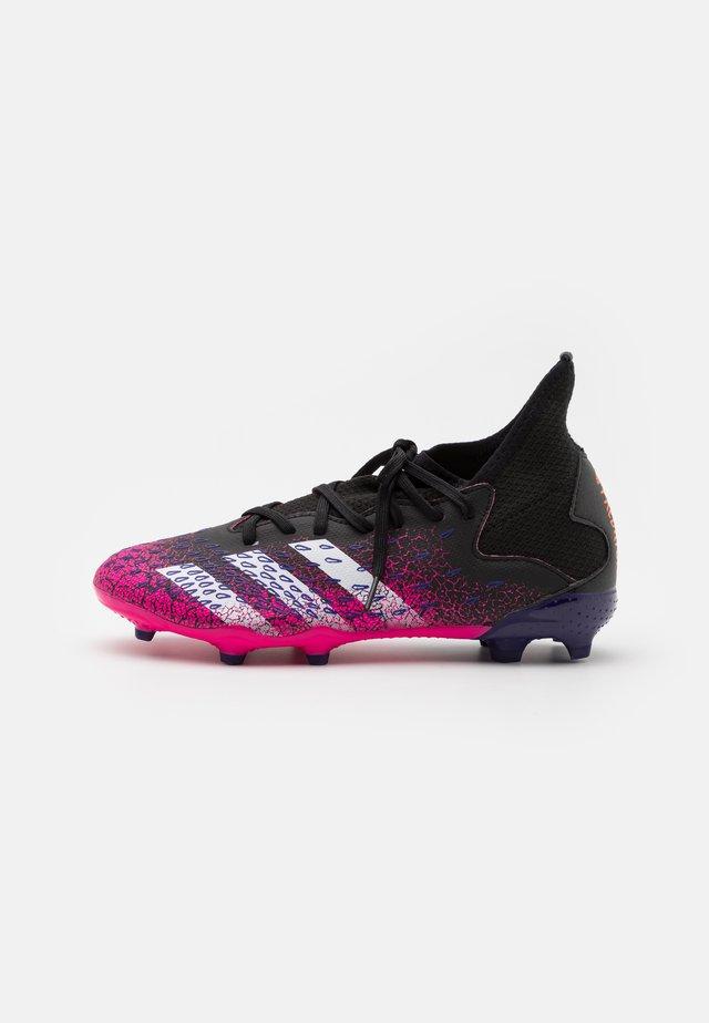 PREDATOR FREAK .3 FG UNISEX - Chaussures de foot à crampons - core black/footwear white/shock pink