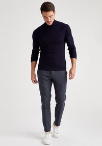 DeFacto - TAILORED FIT  - Tygbyxor - navy