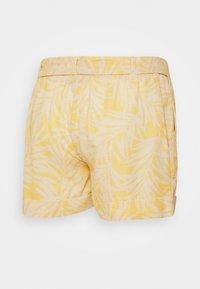 Envie de Fraise - Shorts - white/yellow - 1