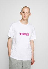 Converse - RETRO FONT WORDMARK  - Print T-shirt - white - 0