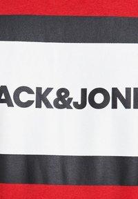 Jack & Jones - SHAKE TEE CREW NECK - Print T-shirt - true red - 6