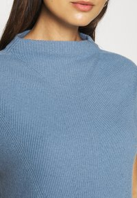 Rich & Royal - TABARD FULL - Basic T-shirt - dove blue - 5