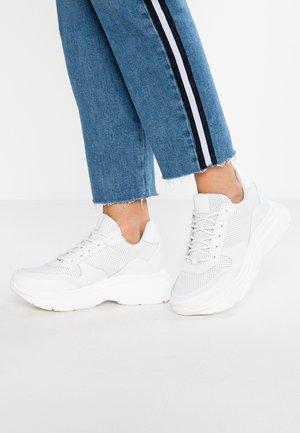 ZELA - Sneakers - white