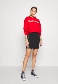 Converse - TWISTED VARSITY SKIRT - Mini skirt - black - 1
