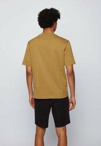 BOSS - Basic T-shirt - beige - 2