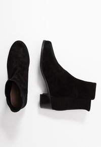 Stuart Weitzman - EASY ON RESERVE - Classic ankle boots - black - 3