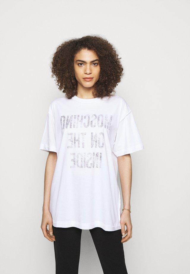 T-shirt print - fantasy white