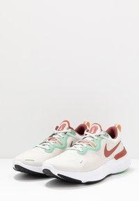 Nike Performance - REACT MILER - Neutral running shoes - light bone/claystone red/healing jade - 2