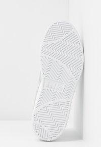 Diadora - GAME STEP  - Trainers - white/silver - 6