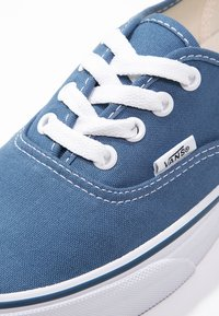 Vans - AUTHENTIC - Skateboardové boty - navy - 5