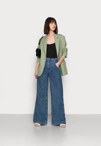Ética - DEVON - Flared Jeans - sequoia - 1
