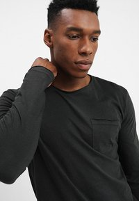 YOURTURN - Long sleeved top - black - 4