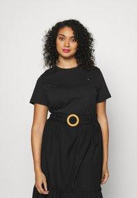 Tommy Hilfiger Curve - NEW CREW NECK TEE - Basic T-shirt - black - 0