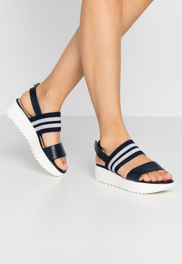 CELISA - Korkeakorkoiset sandaalit - notte samoa