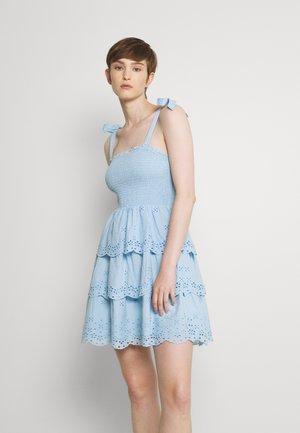 SMOCKED TIERED MINI - Denní šaty - blue
