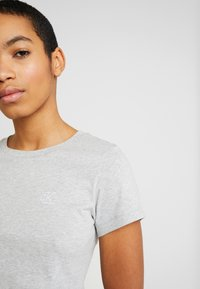 Calvin Klein Jeans - EMBROIDERY SLIM TEE - Camiseta básica - light grey heather - 4