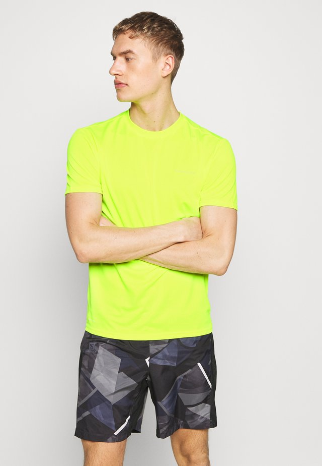 VERNON PERFORMANCE TEE - T-shirts - safety yellow