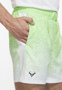 Nike Performance - RAFAEL NADAL SHORT  - Korte sportsbukser - green strike/black - 4