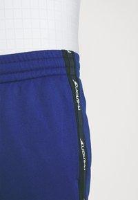 Lacoste Sport - TENNIS PANT BLOCK - Verryttelyhousut - cosmic/navy blue/white - 4