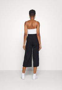 Hollister Co. - WIDE LEG  - Kalhoty - black - 2