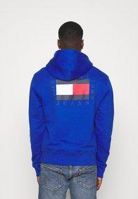 Tommy Jeans - HALF ZIP HOODIE UNISEX - Sweatshirt - providence blue - 2