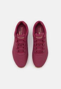 Skechers Sport - UNO - Sneakers laag - burgundy - 5