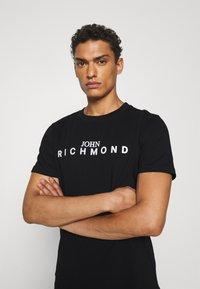 John Richmond - TOLIMA REGULAR - Print T-shirt - black - 3