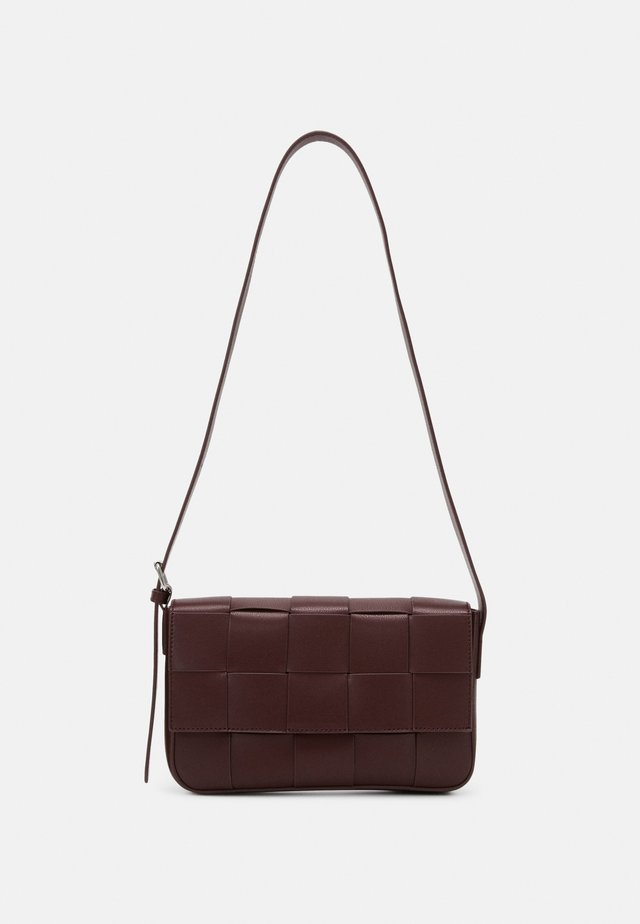 PEYTON BAG - Borsa a tracolla - dark wine