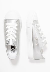 Cotton On - CLASSIC TRAINER LACE UP - Tenisky - silver metallic - 0