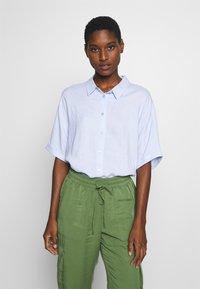 TOM TAILOR - BLOUSE LOOSE SHAPE - Button-down blouse - blue - 0