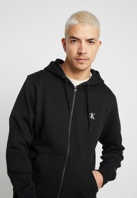 Calvin Klein Jeans - ESSENTIAL ZIP THROUGH - Felpa aperta - black - 3