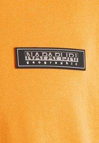 Napapijri The Tribe - PATCH UNISEX - Print T-shirt - yellow solar - 6