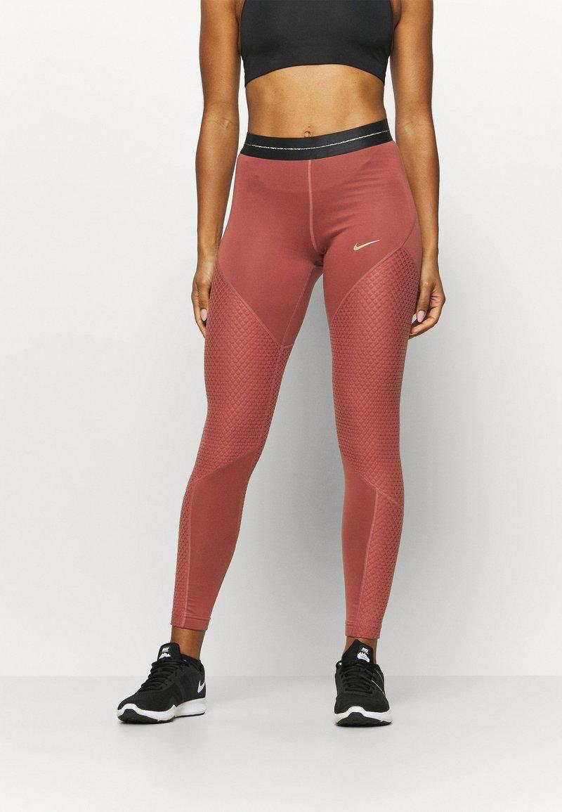 Nike Performance - Tights - claystone red/metallic gold
