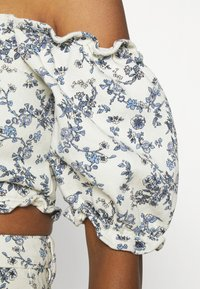 Missguided - FLORAL SQUARE PUFF SLEEVE - Print T-shirt - white - 4