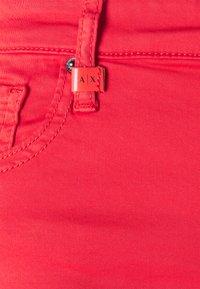 Armani Exchange - Pantalones - sangria - 2