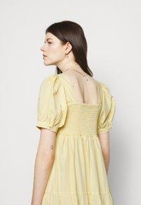 Faithfull the brand - AYLAH MIDI DRESS - Denní šaty - plain banana - 4