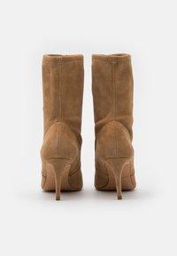 Pura Lopez - Classic ankle boots - montone - 3